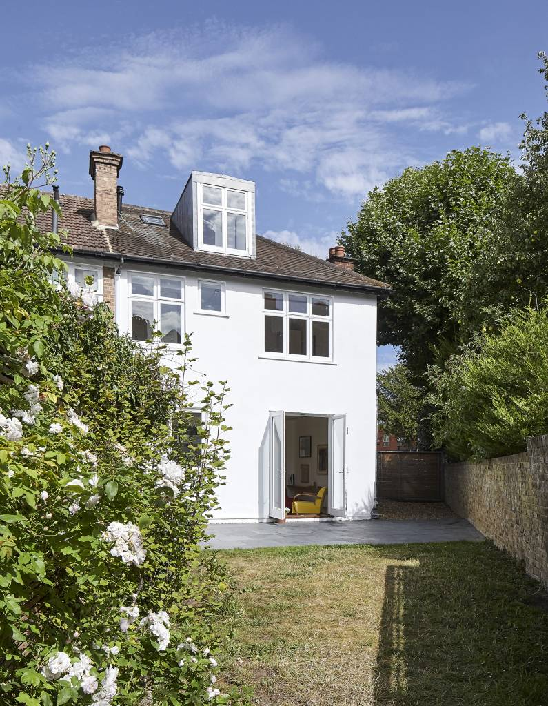Hover House, a house in West London with the garden facade left almost untouched!