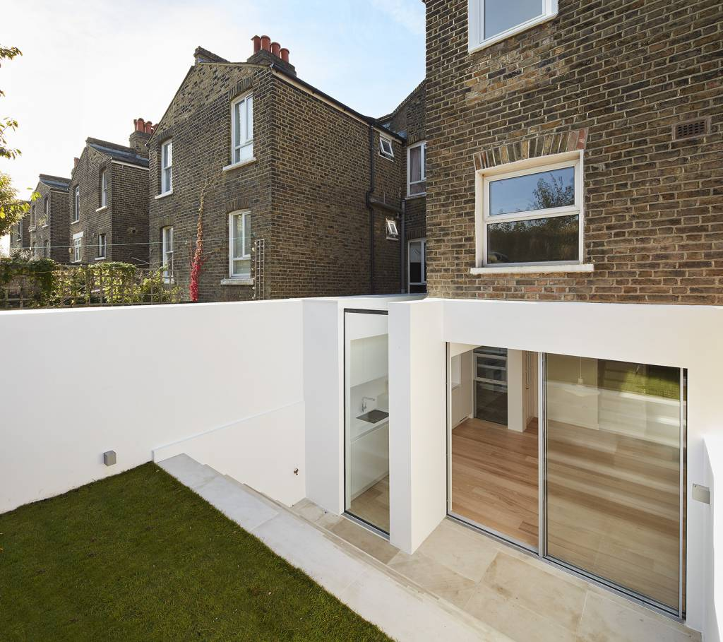 house-extension, london-house, victorian-house, glass-extension, London, Natural-light, Glass-sliding-doors, Glass-roof, white-walls